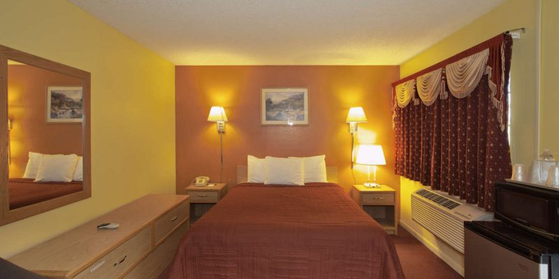 Queen Room in Winnemucca